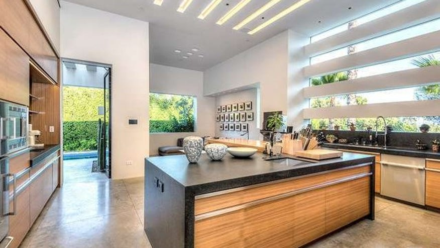 legoretta-kitchen-e1443651276486-fac4043b93420510VgnVCM100000d7c1a8c0____