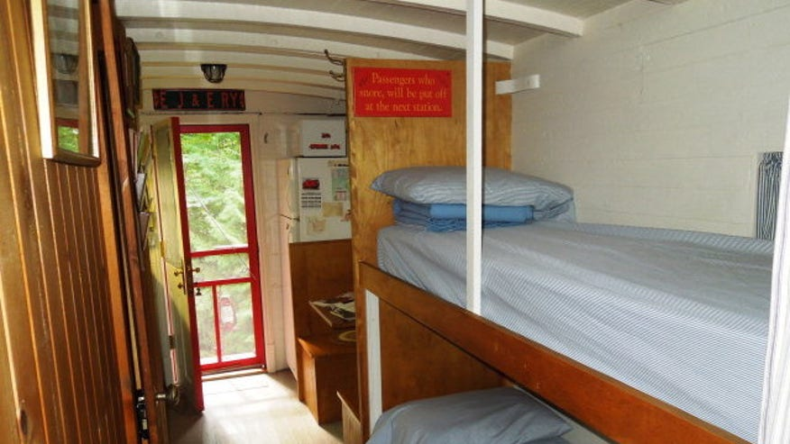 train-house-bunk-beds-e144374068314-5fa9b07232820510VgnVCM100000d7c1a8c0____