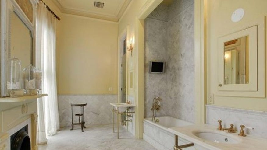 esplanade-house-bathroom-e144415964-7944ecb6f7e30510VgnVCM100000d7c1a8c0____