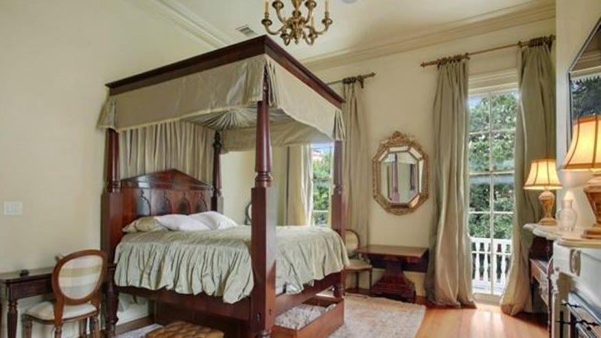 esplanade-house-bedroom-e1444157607-7944ecb6f7e30510VgnVCM100000d7c1a8c0____
