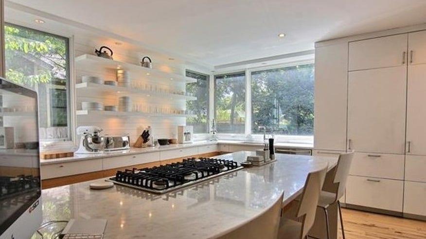 fairfield-house-kitchen-e1444774049-e50a2fcd95360510VgnVCM100000d7c1a8c0____