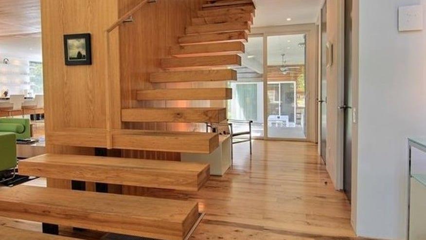 fairfield-house-stairs-e14447740734-e50a2fcd95360510VgnVCM100000d7c1a8c0____