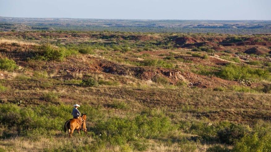 Waggoner-Cowboy-on-Prairie_Credit-C-6952d66833660510VgnVCM100000d7c1a8c0____