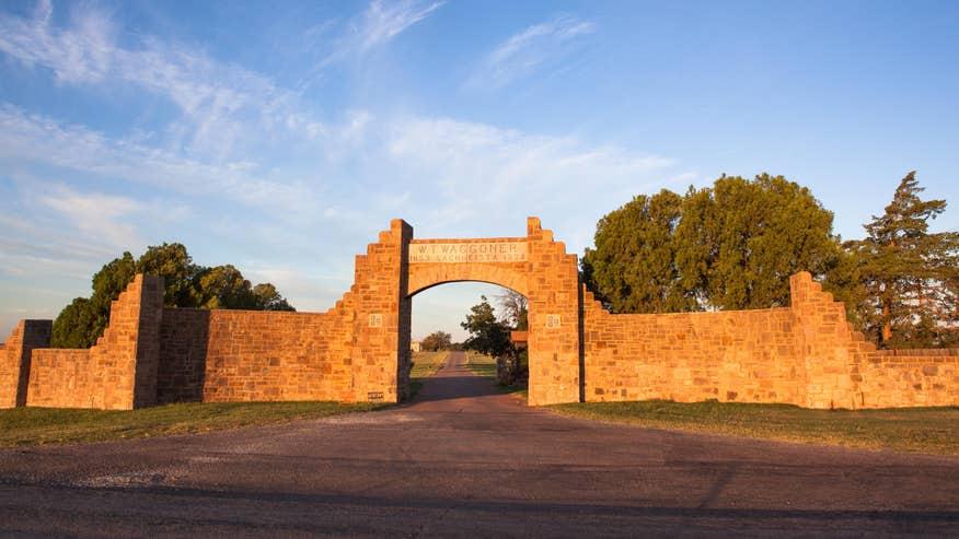 waggoner-ranch-gate-Credit-Chris-Co-6952d66833660510VgnVCM100000d7c1a8c0____