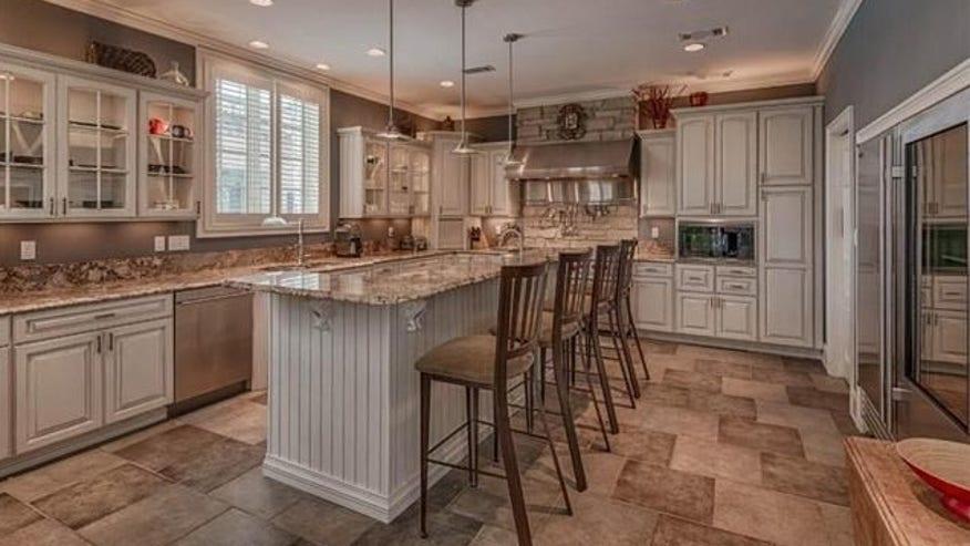 Bulger-updated-kitchen-e14454585921-56b7e4547f880510VgnVCM200000d6c1a8c0____