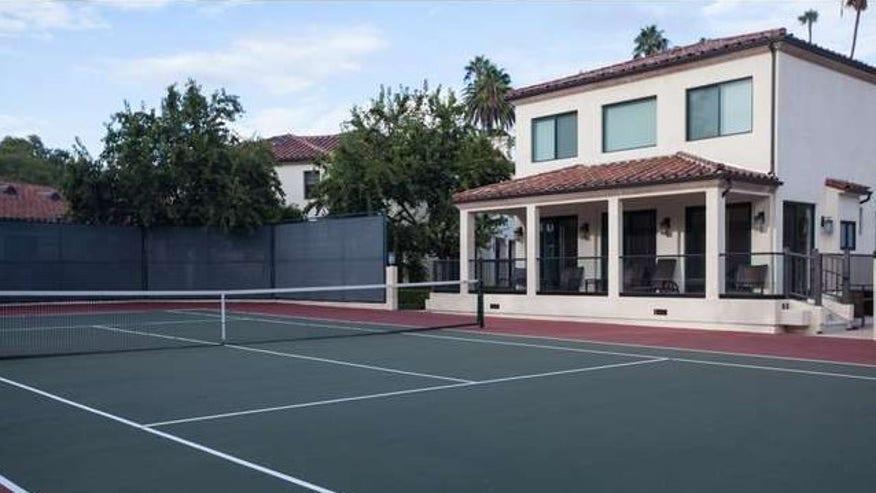 tennis-court-and-guest-house-e14455-4b9b01fe18190510VgnVCM100000d7c1a8c0____