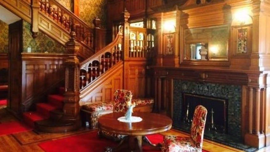 NH-mansion-inside-e1445895043562-30d734175c5a0510VgnVCM100000d7c1a8c0____