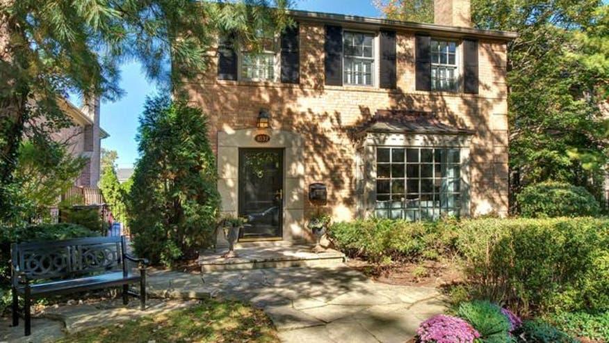 1037-oak-street-home-alone3-425a2415488f0510VgnVCM100000d7c1a8c0____