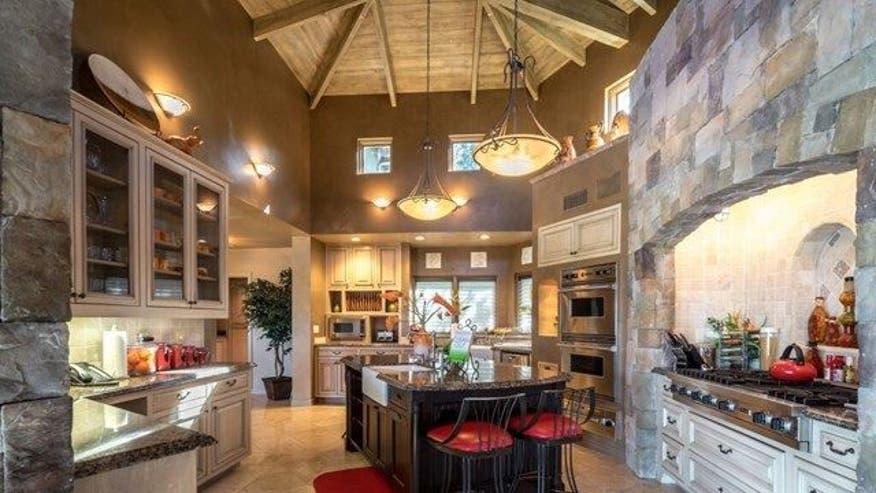 Arenas-house-kitchen-6eb3030fb8931510VgnVCM100000d7c1a8c0____