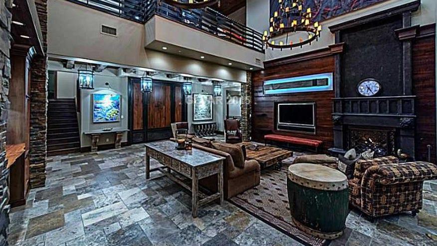bloch-living-room-e1448417820770-f1f68d0742d51510VgnVCM100000d7c1a8c0____
