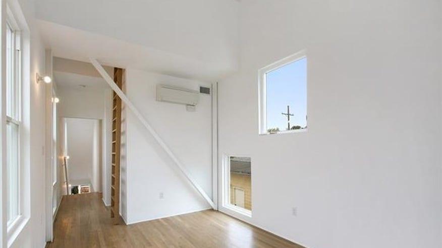 nola-skinny-bedroom-e1448991806468-7357fb9a9a951510VgnVCM200000d6c1a8c0____