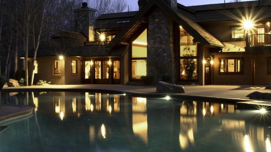Bruce-Willis-Idaho-Lodge-b981c2de31e61510VgnVCM100000d7c1a8c0____