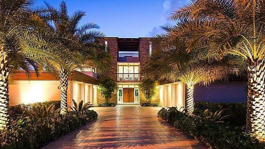 Dolphin-Ft-Lauderdale-Mansion-e1449-b981c2de31e61510VgnVCM100000d7c1a8c0____
