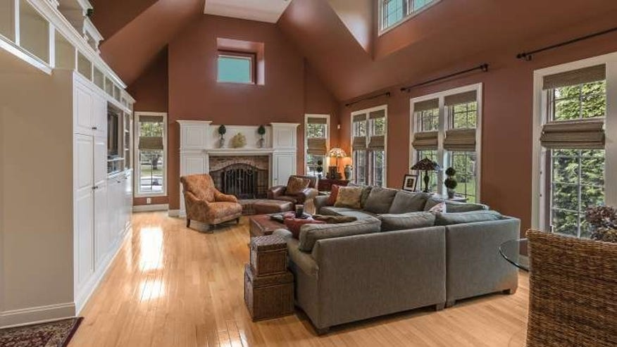 Two-Story-Family-Room-e144969616027-5f9a172e4eb81510VgnVCM100000d7c1a8c0____