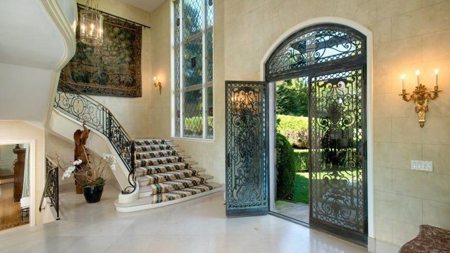 Grand-Foyer-e1451333551484-24ac049bcb9e1510VgnVCM200000d6c1a8c0____