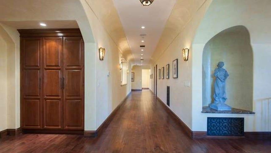 watswon-hallway-e1452900696711-fcdc33ff68652510VgnVCM100000d7c1a8c0____