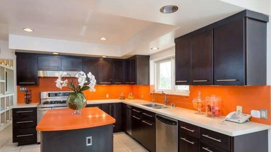 Tangerine-Hued-Kitchen-e14538557061-7f159ff4d0482510VgnVCM100000d7c1a8c0____