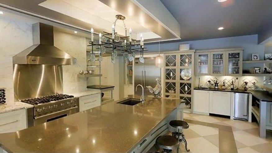 Laurinaitis-main-kitchen-e145393943-f59a5679b7882510VgnVCM100000d7c1a8c0____