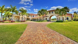 As Super Bowl  approaches, we tally up the real-estate deals of football stars like Ndamukong Suh, Asante Samuel, Marcus Mariota and Alex Smith. The post Ranking the Homes of NFL Pros appeared first on Real Estate News and Advice - realtor.com.