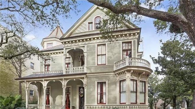 Your own private place to rain beads down on passers-by. A porch perfect for watching the floats roll by. A front-row, eye-in-the-sky view of Mardi Gras. The post Party On!  New Orleans Homes on Mardi Gras Parade Routes appeared first on Real Estate News and Advice - realtor.com.