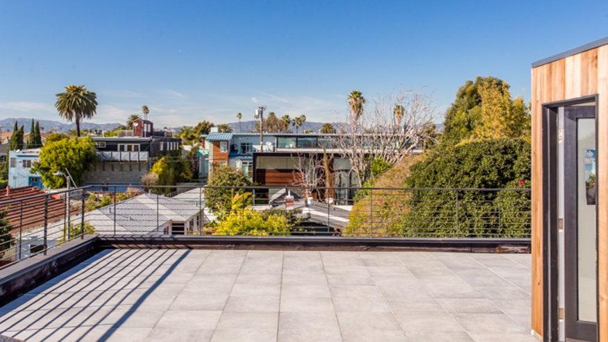 Roof-Deck-Brandon-Arant-21956b7ee07d2510VgnVCM100000d7c1a8c0____