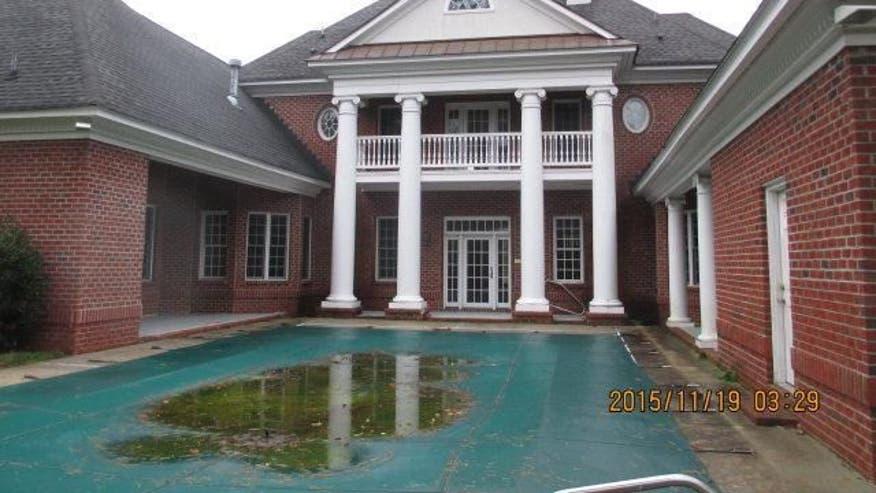 foreclose-exterior-b5d5841cb1ae2510VgnVCM100000d7c1a8c0____