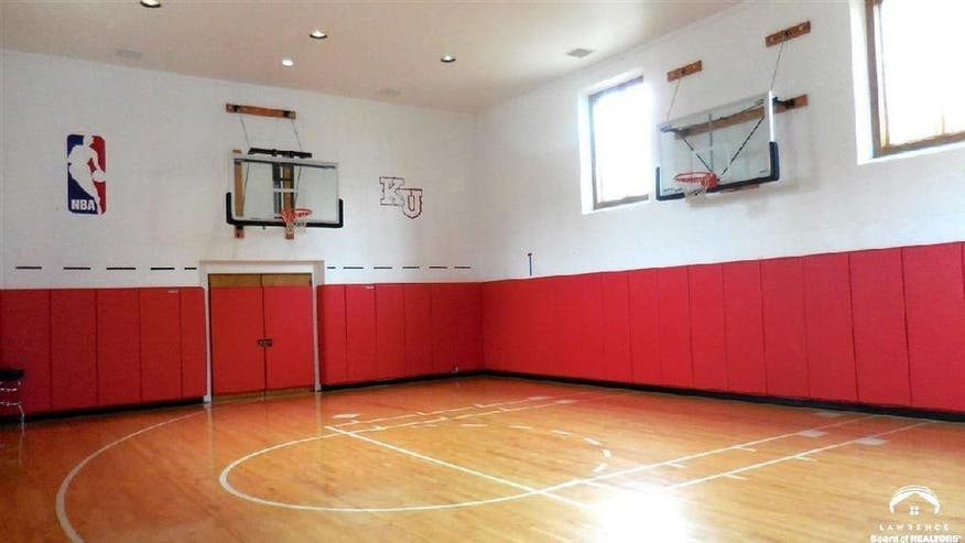 Indoor-Sports-Court-a2f839ed2bbf2510VgnVCM100000d7c1a8c0____