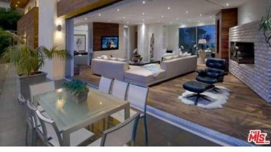 Crystal-Hefners-Living-Room-8d11803f2bd13510VgnVCM100000d7c1a8c0____