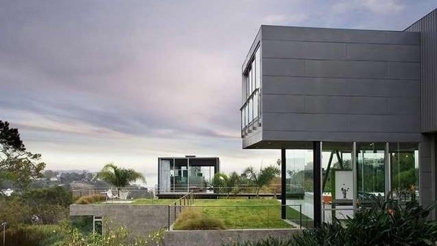 Green-Roof-Serves-as-Lawn-e14585848-f782294d2aa93510VgnVCM100000d7c1a8c0____