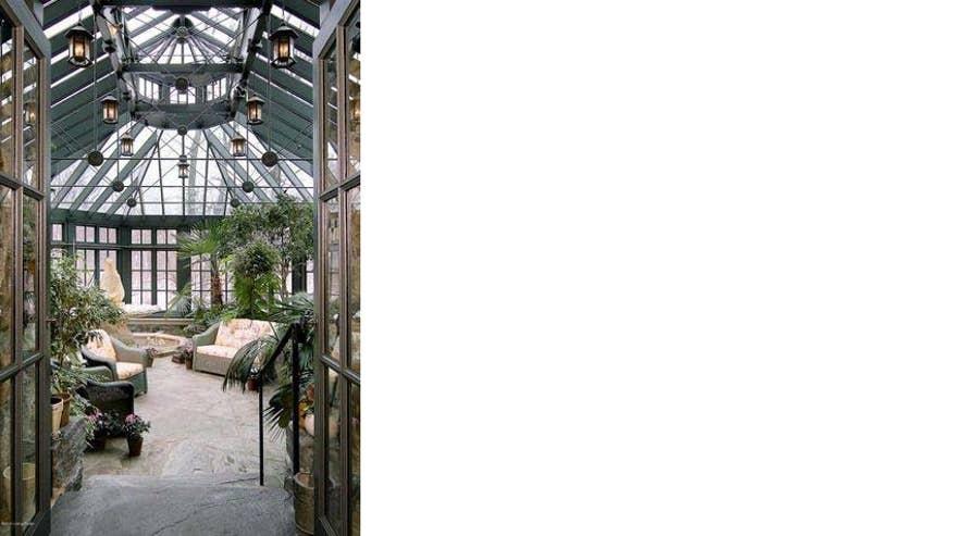 freeland-atrium-horizontal-247656b1f53a3510VgnVCM200000d6c1a8c0____
