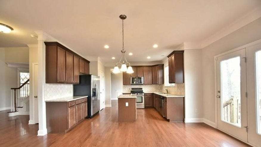 Kitchen-and-Family-Room-e1459283691-1111361c9e3c3510VgnVCM100000d7c1a8c0____