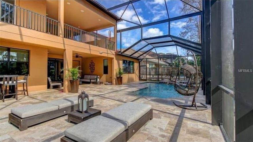 Carlos-pool-area-2362d879b09c3510VgnVCM100000d7c1a8c0____
