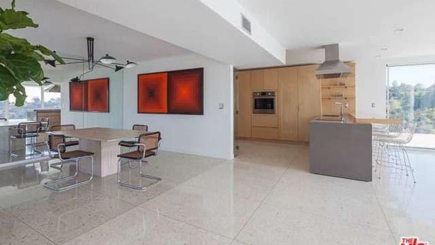 Earl-Residence-Dining-Room-aaf0ca4feef24510VgnVCM100000d7c1a8c0____