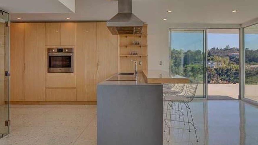 Earl-Residence-Kitchen-Island-aaf0ca4feef24510VgnVCM100000d7c1a8c0____