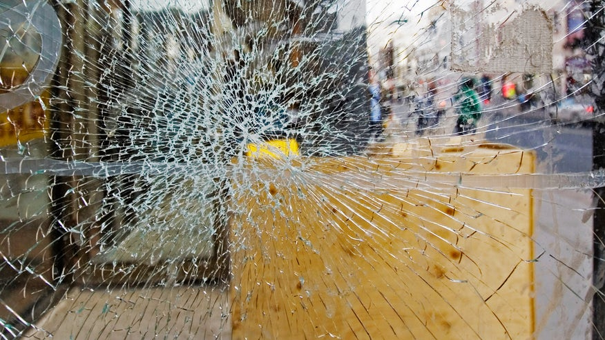 broken-window-58fa438457f34510VgnVCM200000d6c1a8c0____