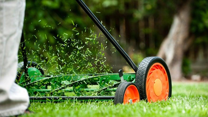 lawnmowing-c2de081513044510VgnVCM100000d7c1a8c0____