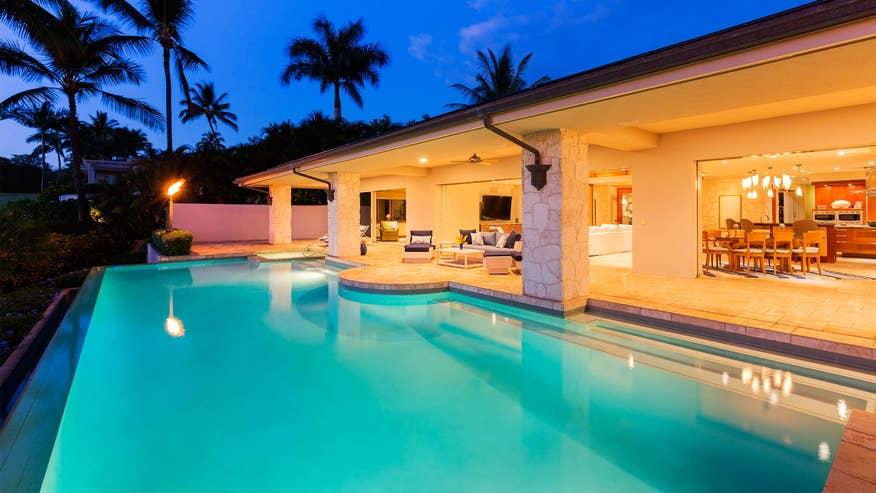 nice-pool-house-74d5438457f34510VgnVCM200000d6c1a8c0____