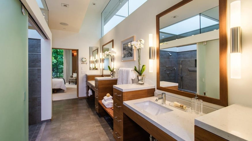 Glass-House-Bathroom-e1461615179476-11d354b202f44510VgnVCM100000d7c1a8c0____