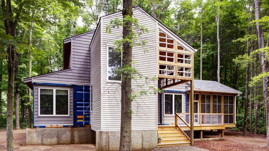 shipping-container-house-a5a035bf73954510VgnVCM100000d7c1a8c0____