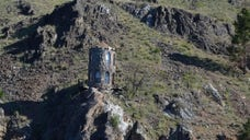 Listed for $,, this tiny tower -- a solitary structure measuring just  square feet -- overlooks glacier-fed Lake Chelan in Manson, WA. The post This Lakeside Tower Might Be the Glamping Opportunity You're Looking For appeared first on Real Estate News and Advice - realtor.com.
