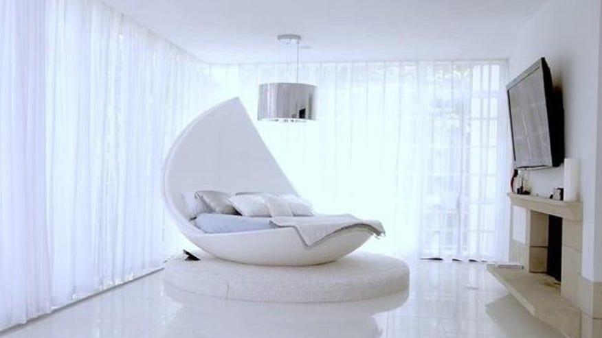 Akon-White-Bedroom-e1462572807777-a04b22d4ce494510VgnVCM200000d6c1a8c0____