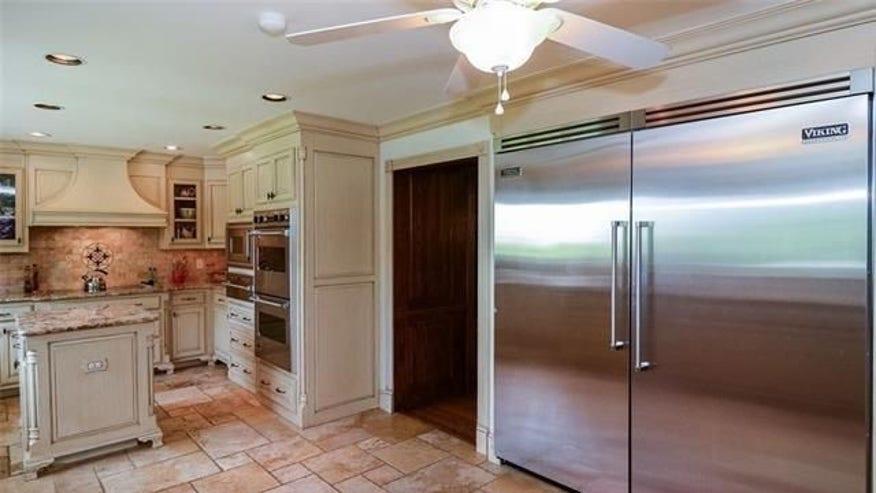 spy-house-kitchen-e1462899999581-979682ec95b94510VgnVCM100000d7c1a8c0____