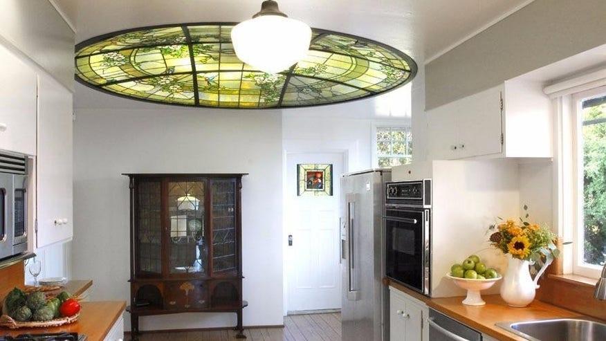 Julia-Morgan-Kitchen-Tiffay-Lamp-e1-fa71ec46931a4510VgnVCM100000d7c1a8c0____