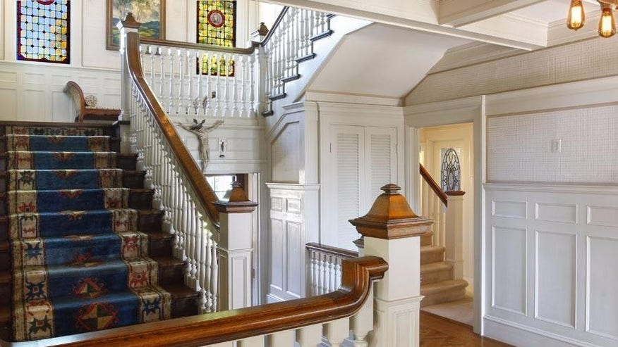 Julia-Morgan-Main-Staircase-e146299-fa71ec46931a4510VgnVCM100000d7c1a8c0____