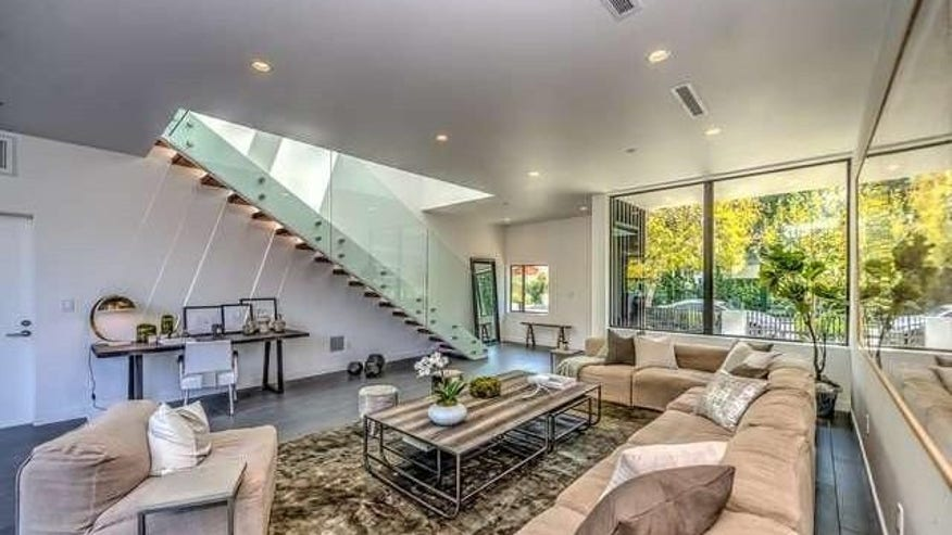Ultra-Modern-in-West-Hollywood-1-e1-740f942c4cfb4510VgnVCM100000d7c1a8c0____