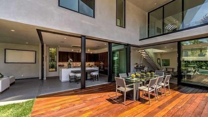 Ultra-Modern-in-West-Hollywood-3-e1-740f942c4cfb4510VgnVCM100000d7c1a8c0____