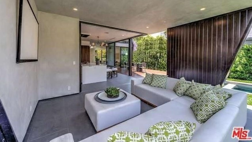 Ultra-Modern-in-West-Hollywood-4-e1-740f942c4cfb4510VgnVCM100000d7c1a8c0____