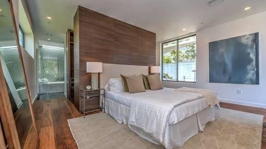 Ultra-Modern-in-West-Hollywood-6-e1-740f942c4cfb4510VgnVCM100000d7c1a8c0____