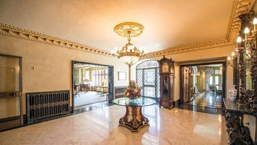 Adams-Castle-Foyer-e1464120334504-285b469a5c4e4510VgnVCM200000d6c1a8c0____