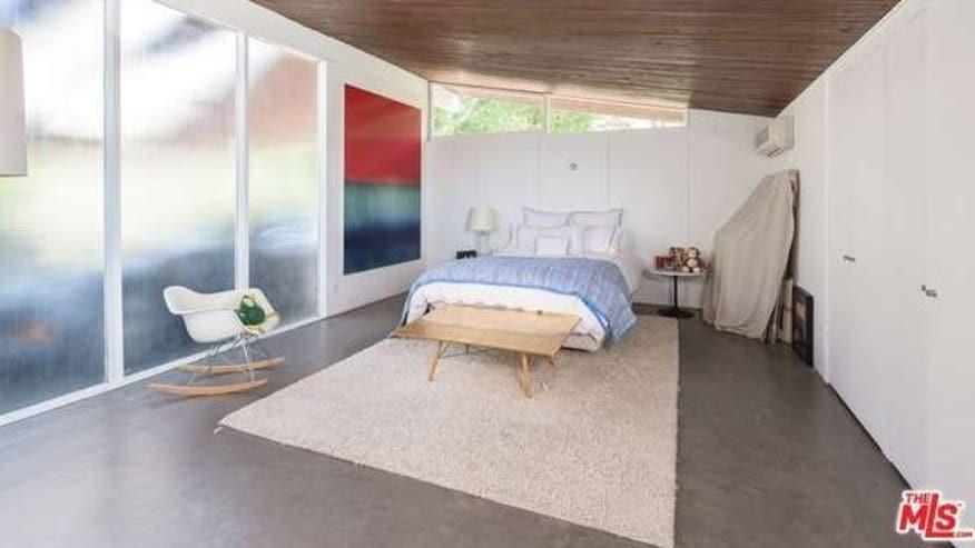 Rodney-Walker-Bedroom-e146437855216-6529d2b6934f4510VgnVCM100000d7c1a8c0____